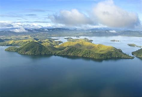 Which Countries Share the Island of New Guinea